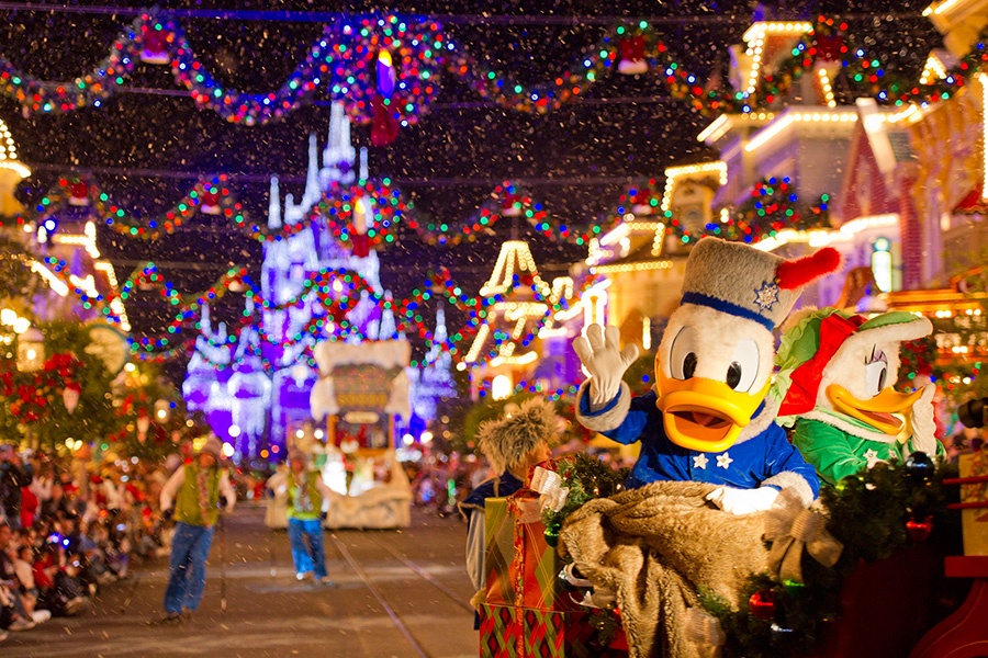 Mickeys Christmas Parade