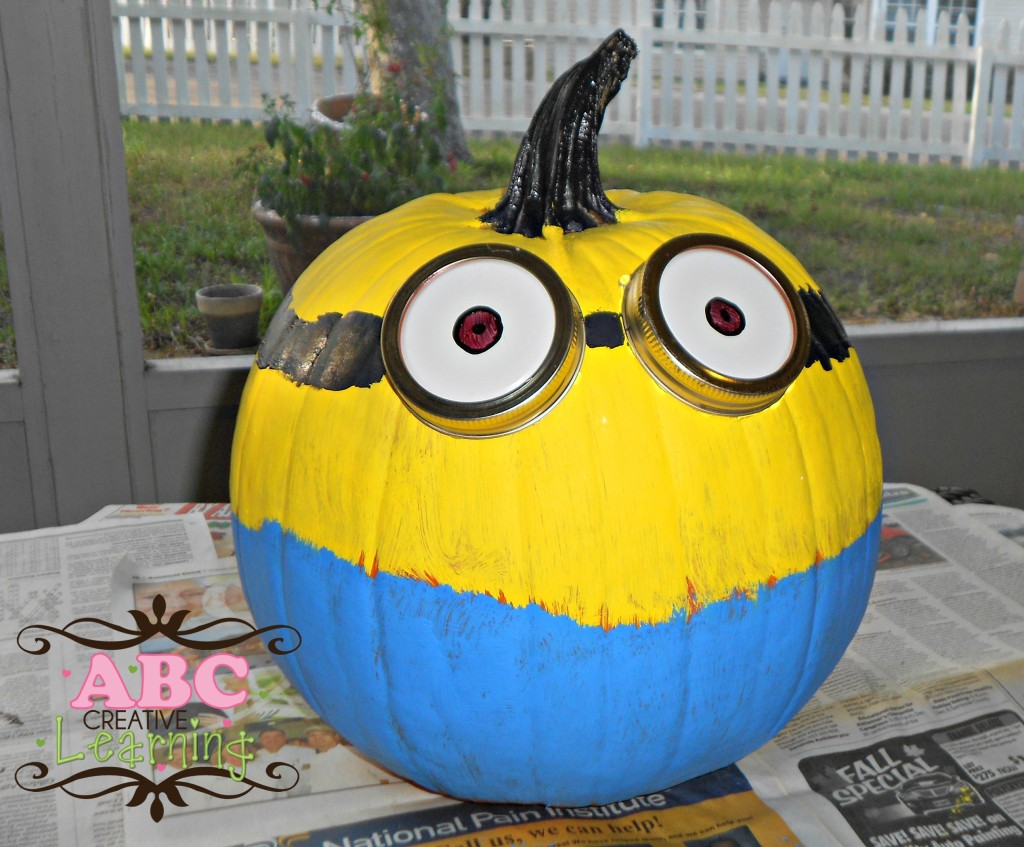 Two Eyed Minion pumpkin