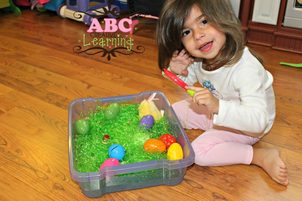Easter Sensory Discovery Play Bin