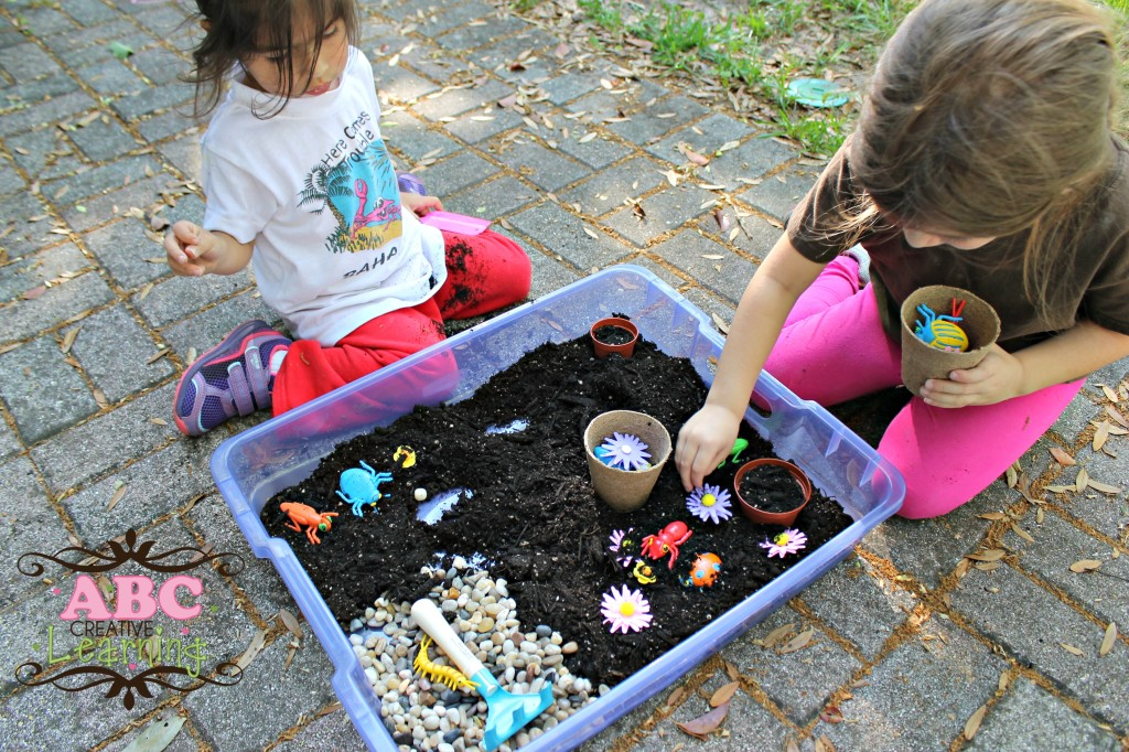 Garden Play Bin