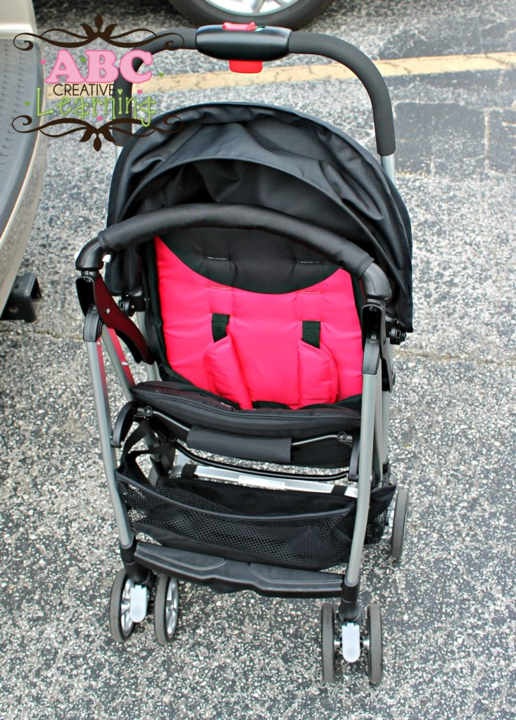 Stroller stands up on own