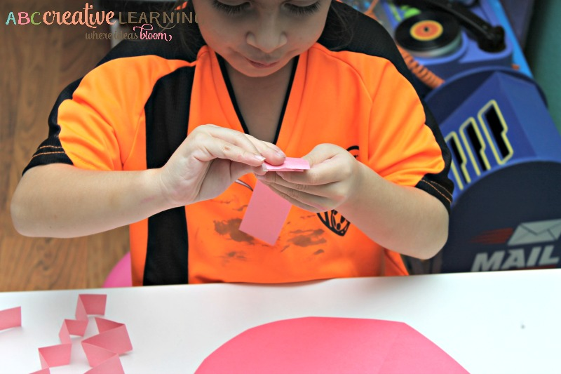Easy Valentine's Day Heart Craft Fine Motor Skills - simplytodaylife.com