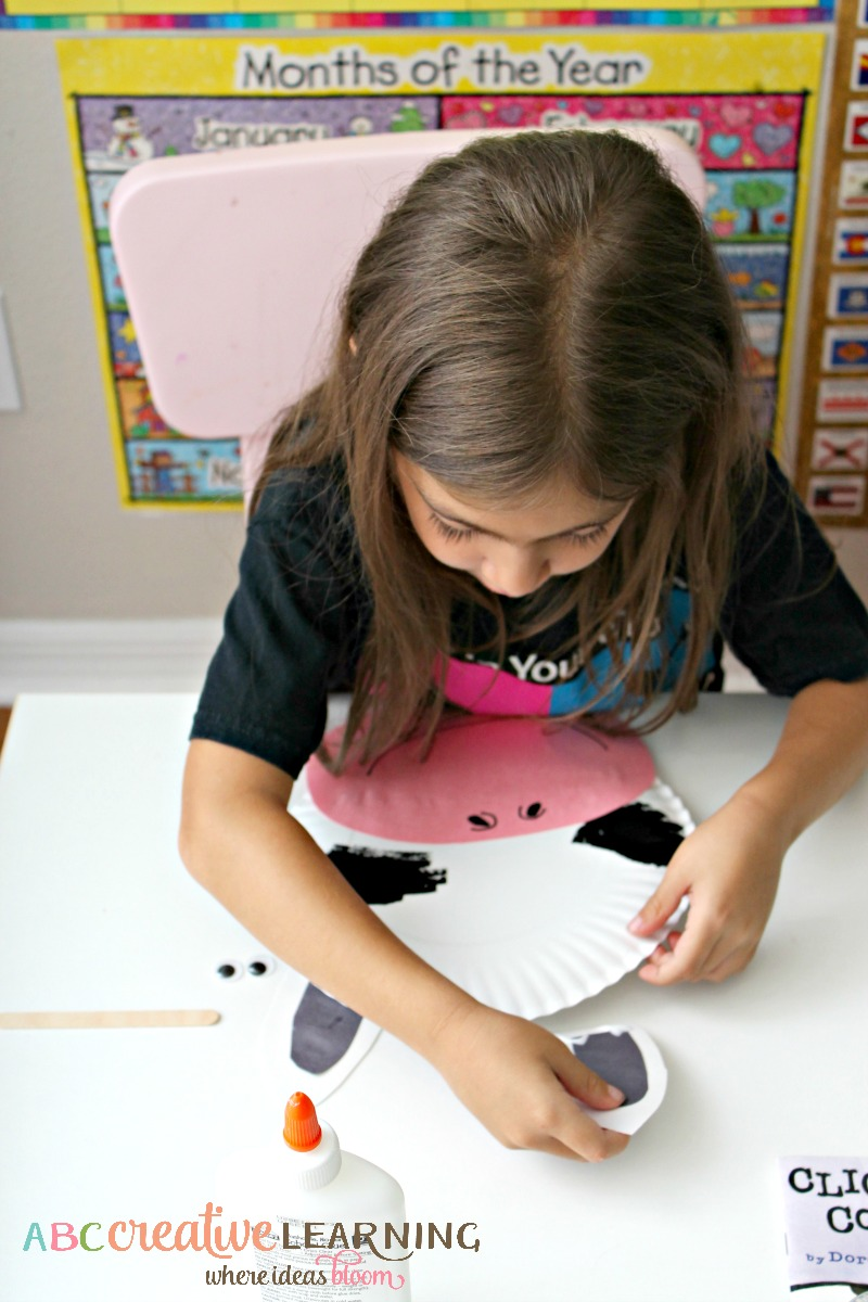 Click, Clack, Moo Cows That Type Cow Paper Plate Mask Crafting