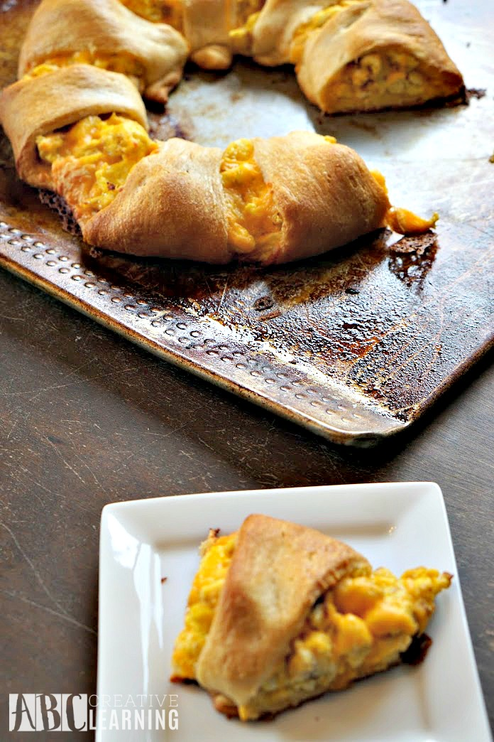 Bacon, Egg, and Cheese Crescent Ring Recipe 4
