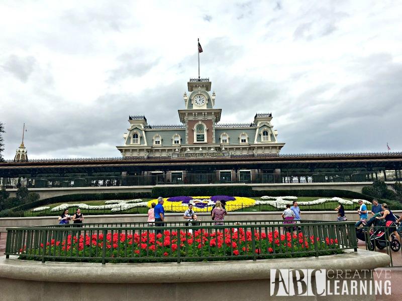10 Things You Must Do At Disney's Magic Kingdom entrance