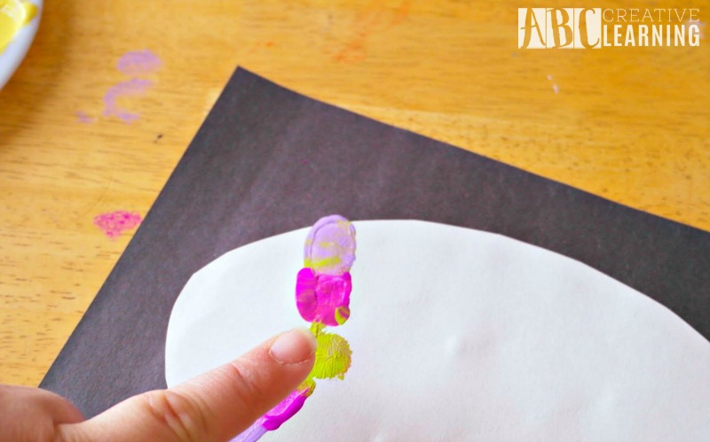 Thumbprint Easter Egg Keepsake step 2