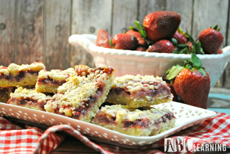 Strawberry Crumble Bars Recipe