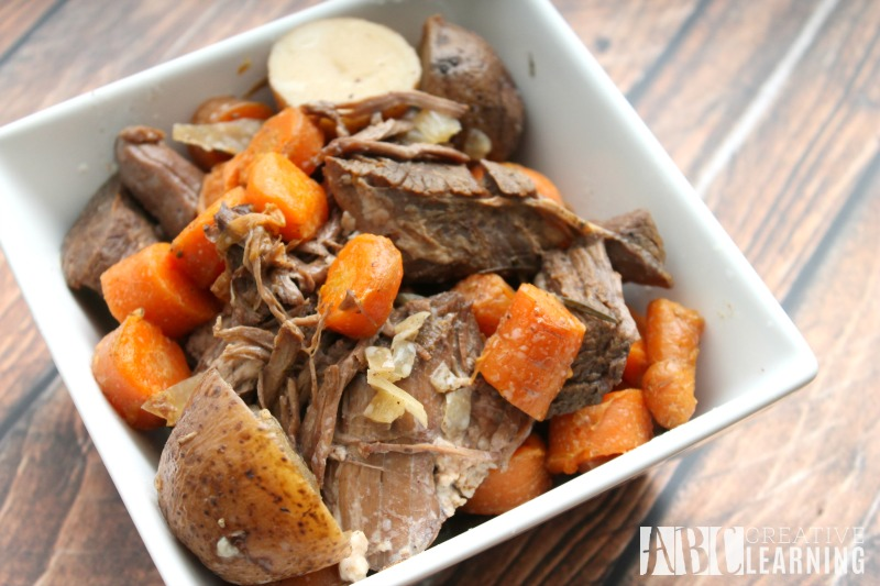 easy-slow-cooker-pot-roast-with-vegetables-1