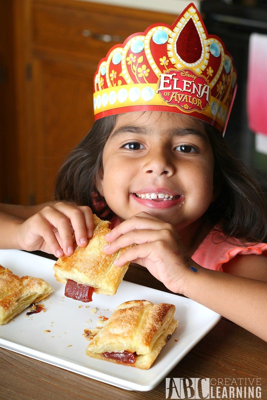 Easy Pastelillo de Guyana y Queso - Guava and Cheese Pastry #DisneyJuniorFRiYAY Breakfast - simplytodaylife.com
