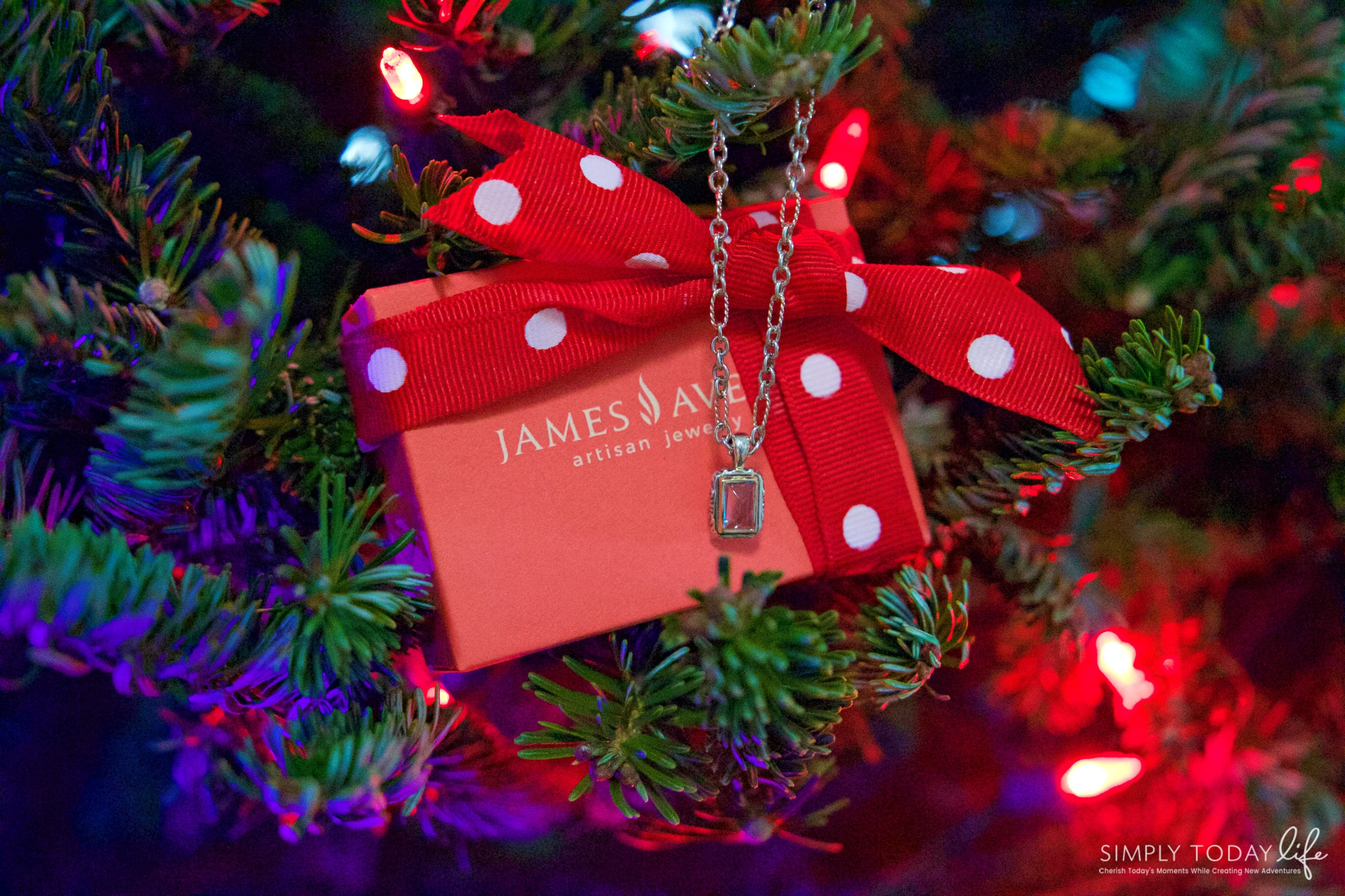 A Sentimental Holiday Gift For Mom With James Avery Artisan Jewelry - Christmas Present for Mom