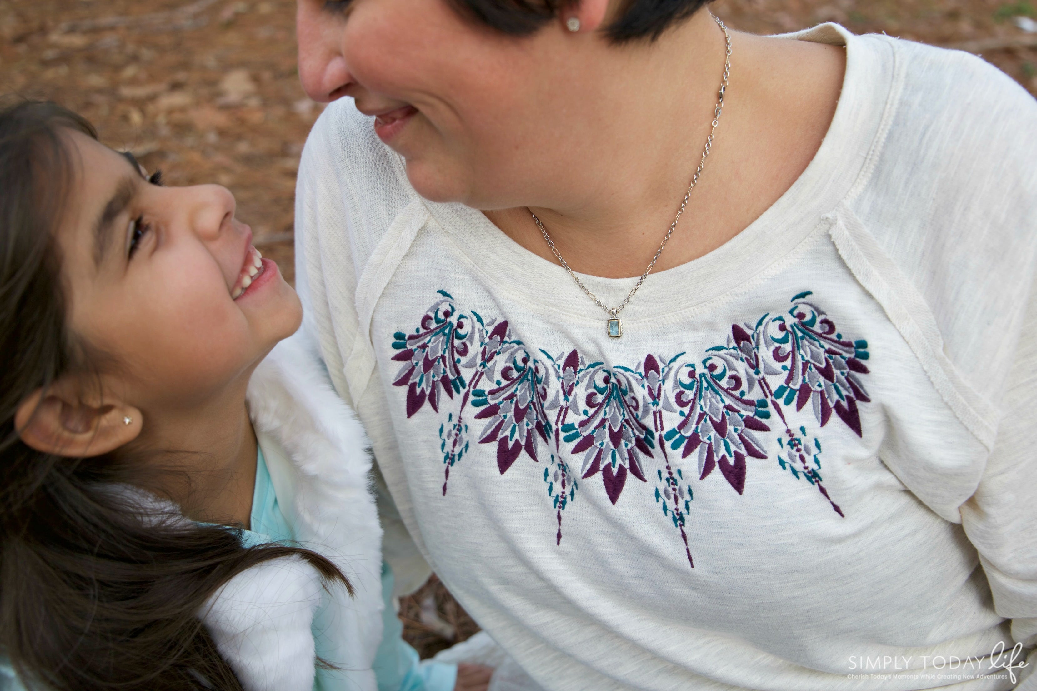 A Sentimental Holiday Gift For Mom With James Avery Artisan Jewelry - simplytodaylife.com