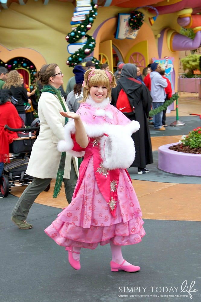 Family Guide To Celebrating the Holidays at Universal Orlando Resort - Cindy Lou Who