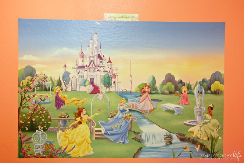 The Perfect Holiday Gift For Kids Who Have Everything - Disney Princess Mural