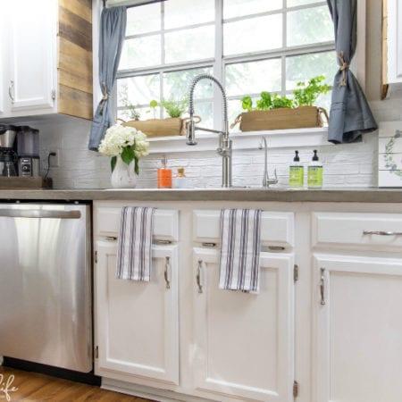 Kitchen-Farmhouse-DIY-Renovation-Paint-Cabinets