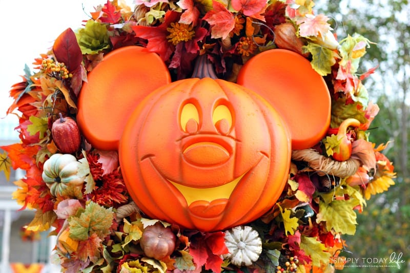 Allergy-Friendly-Guide-To-Mickeys-Not-So-Scary-Halloween-Party-Disney-Decorations