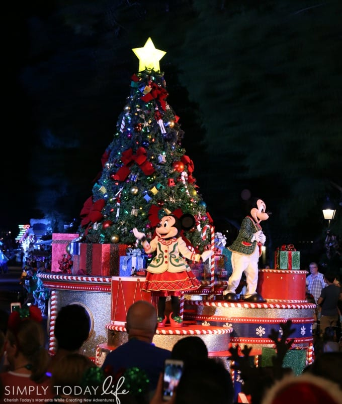 minnie mouse christmas parade float
