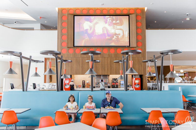 Cabana Bay Resort Bayliner Diner Eating Options