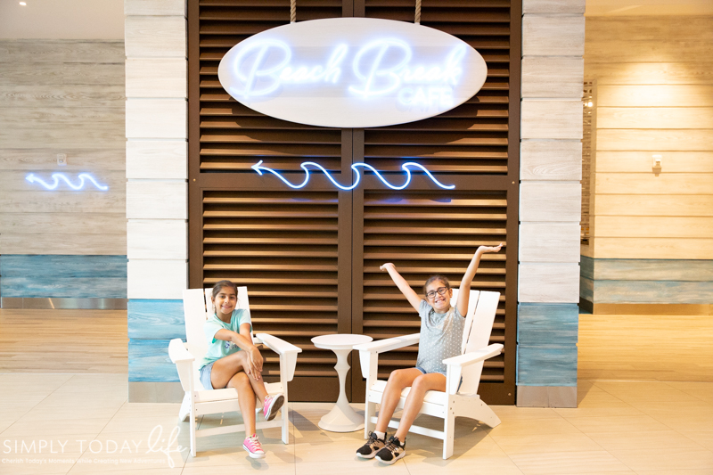 Universal Beach Theme Hotel